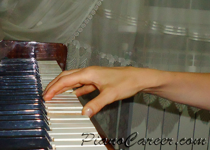 Playing octaves - correct hand position